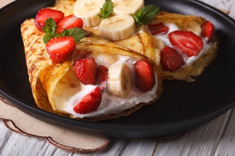 Crêpes with Yogurt Cream and Fresh Fruit