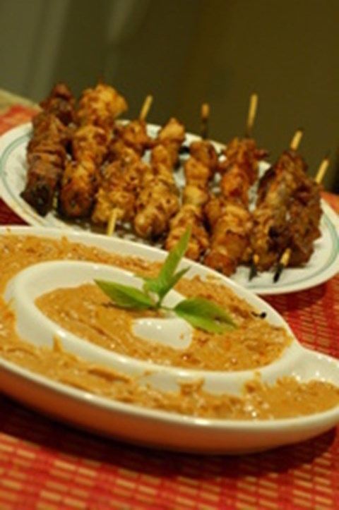Chicken Satay with Peanut Dip